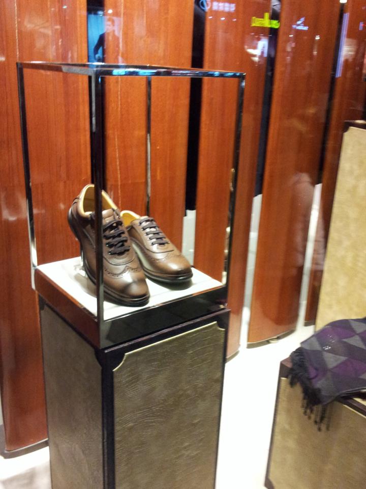 古琦与爱马仕鞋架展示道具_模特道具,陈列道具,橱窗道具,实木衣架