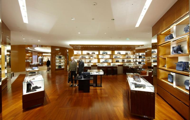 lv迪拜专卖店设计_橱窗展示|视觉营销
