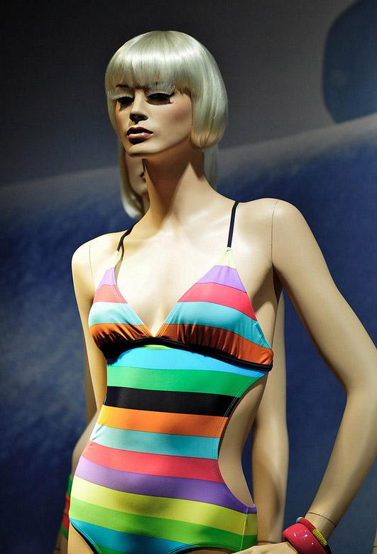lv泳装模特设计_橱窗展示|视觉营销,橱窗效果图,陈列师【实木衣架定