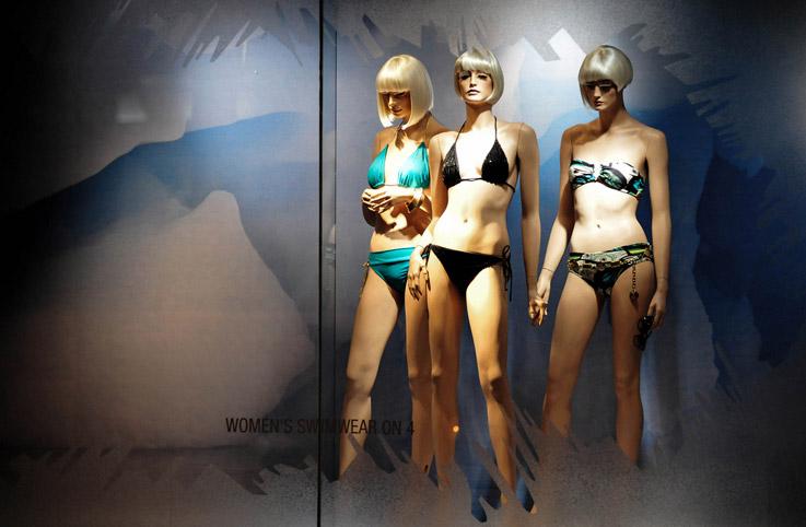 lv泳装模特设计_橱窗展示|橱窗陈列,橱窗效果图,陈列师【实木衣架定制