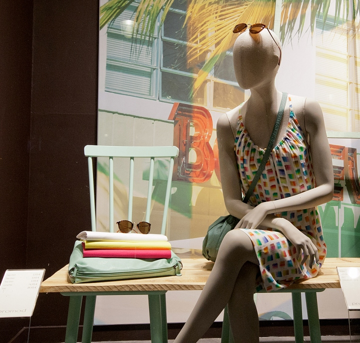 时尚女装春夏橱窗设计